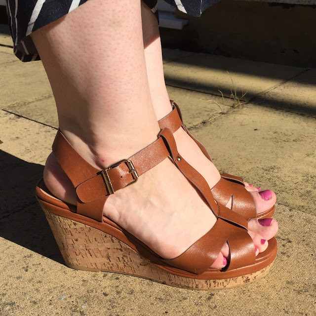 Sole Diva Willow Wedges in Tan