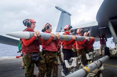 Spesifikasi rudal AIM-120 AMRAAN Yang dibeli indonesia dari Amerika