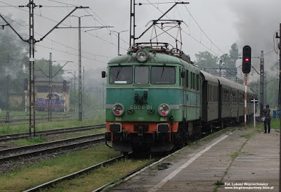 Elektrowóz EU06-01 z pociągiem retro
