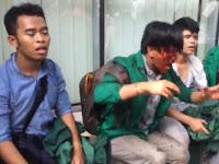 Bentrok, Mahasiswa dan Pendukung Jokowi Saling Lempar
