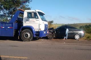http://vnoticia.com.br/noticia/1775-colisao-frontal-entre-carro-e-caminhao-deixa-feridos-na-rj-224-proximo-a-canabrava