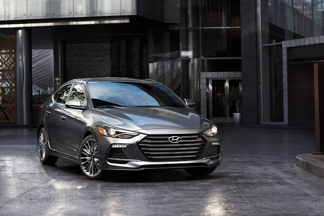 Front 3/4 view of 2017 Hyundai Elantra Sport