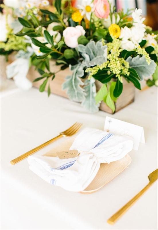 cubiertos dorados para boda chicanddeco