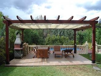 Dise o de porches y terrazas seis tendencias que rompen for Bar madera sevilla