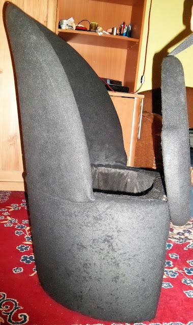 Schowek pod siedziskiem