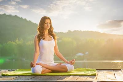 Khi mới bắt đầu tạp Yoga bạn nên ưu tiên tập trung vào hơi thở