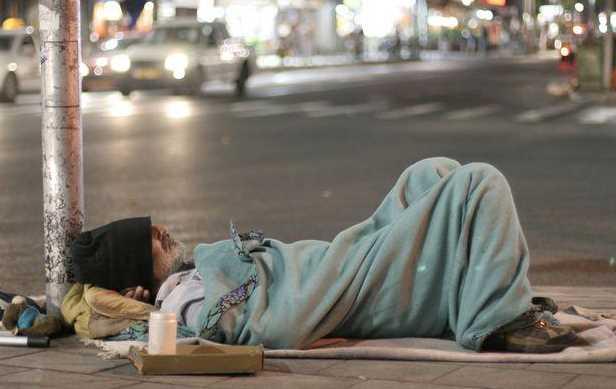 Demi Menghemat Uang Mantan Pesepakbola Malaysia Rela Tidur di Jalanan