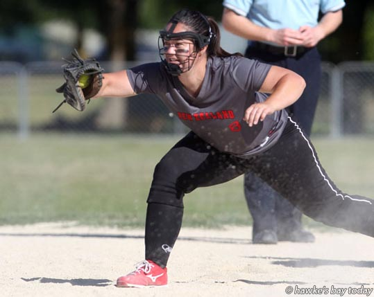 Melanie Gettins, White Sox, first base - New Zealand women vs Auckland, at the under-19 national boys softball tournament at Akina Park, Hastings. photograph