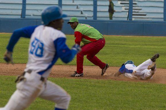Las Tunas derrotó 3-1 a Industriales y le arrebató el 1er lugar del campeonato cubano, que los azules ostentaban desde finales de septiembre