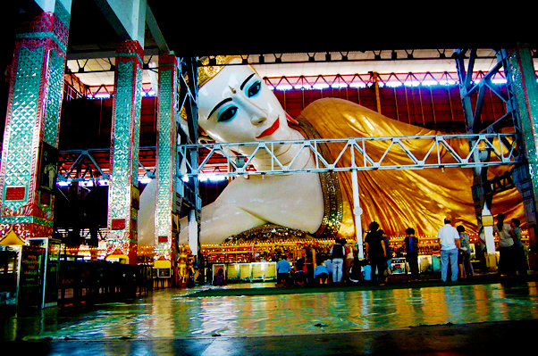 bowdywanders.com Singapore Travel Blog Philippines Photo :: Myanmar :: The Giant Reclining Buddha Of Yangon