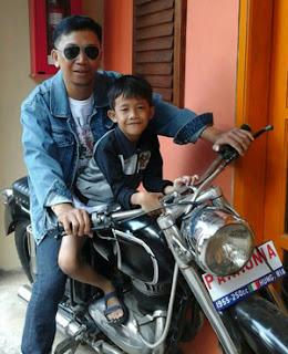 Fery dan putranya di Museum Angkut, Batu