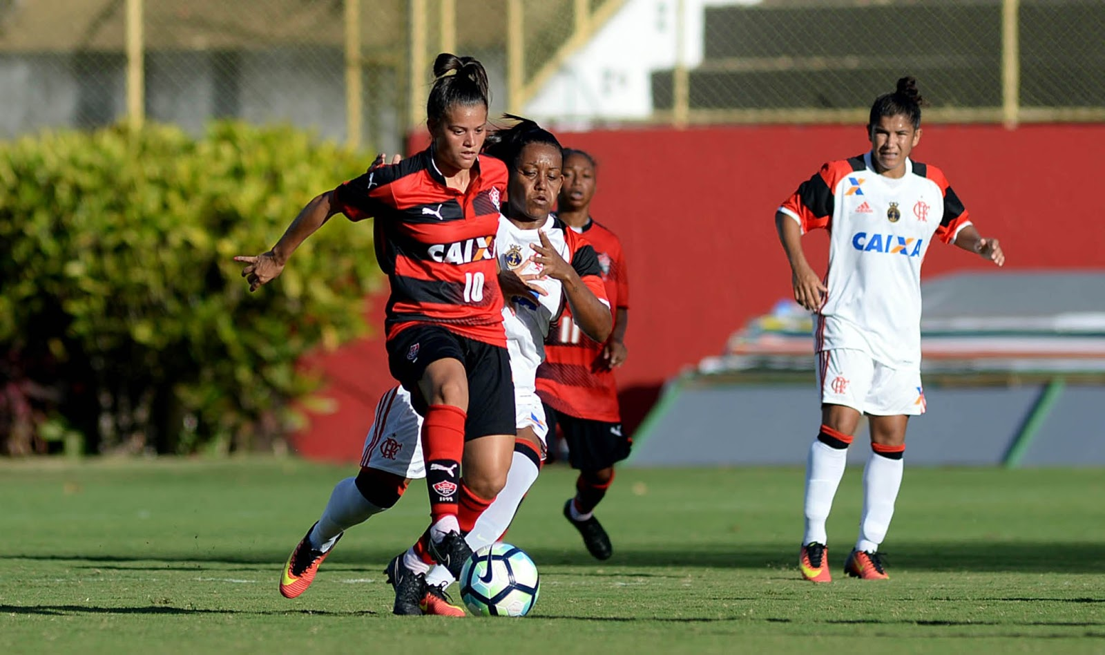 FLAMENGO ESTREIA COM VITÓRIA NO BRASILEIRO FEMININO 2017 - Futebol ... a0e010bdd7351