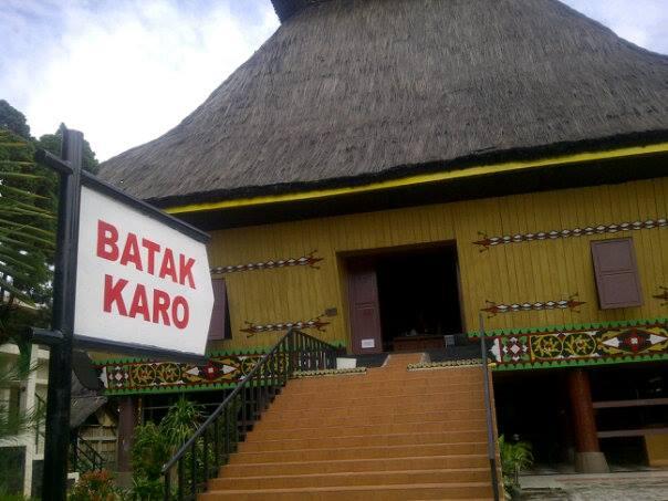 Gambar Rumah Adat Di Taman Mini Indonesia Indah Rumah Adat Indonesia