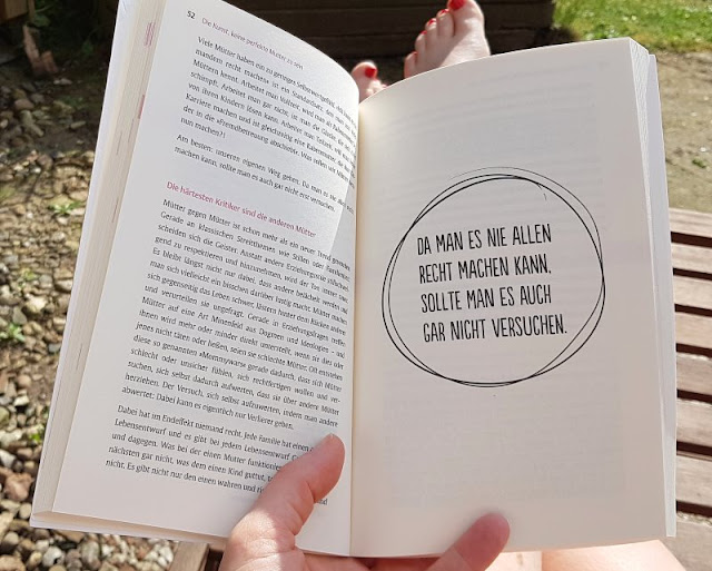 """""""Die Kunst, KEINE perfekte Mutter zu sein"""": Das wundervolle Selbsthilfebuch der herrlich unperfekten Nathalie Klüver (+ Verlosung). Lest meine Rezension auf Küstenkidsunterwegs, damait das Mami- und Familienleben ein bisschen einfacher wird!"""
