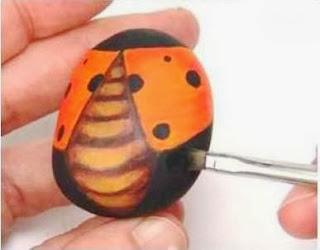 Cara Membuat Kerajinan Tangan Dari Barang Bekas, Kumbang Batu Lukis 5