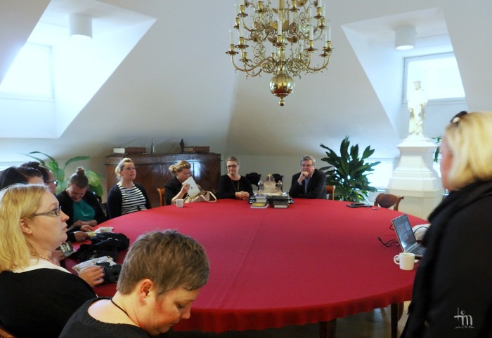 piispa Kalliala ja bloggaajia Turun tuomiokapitulissa