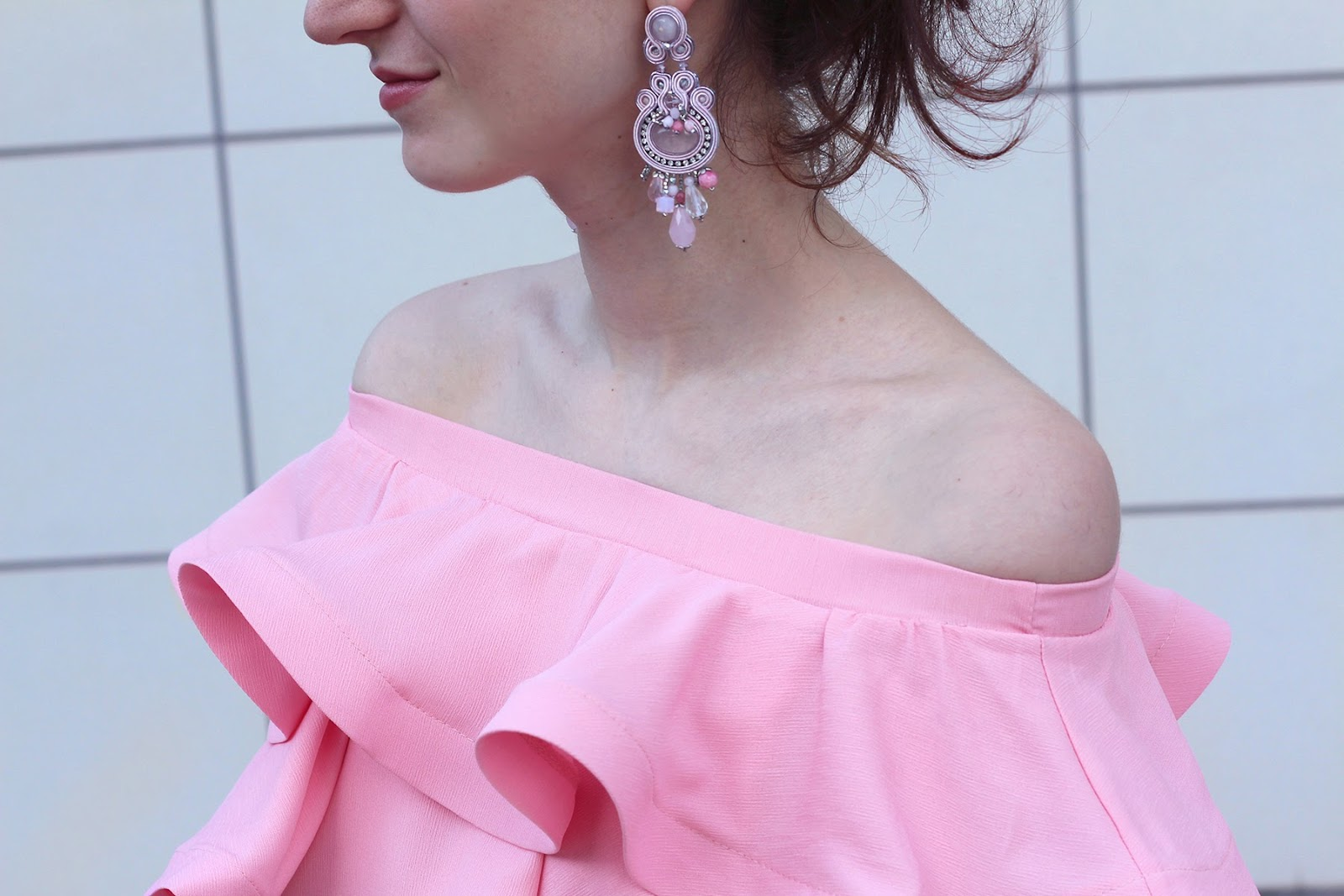fashion style blogger outfit ootd italian girl italy trend vogue glamour pescara pink volant ruffles ruches off-shoulder dress top chicwish dress link bow heels shoes décolleté axels laboratory soutache earring orecchini zara patatine potatos bag clutch pop