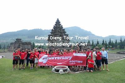 foto bersama wisatawan kurnia dieng tour
