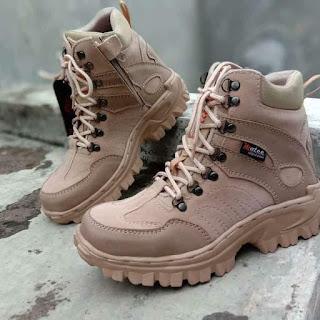 Sepatu boots safety
