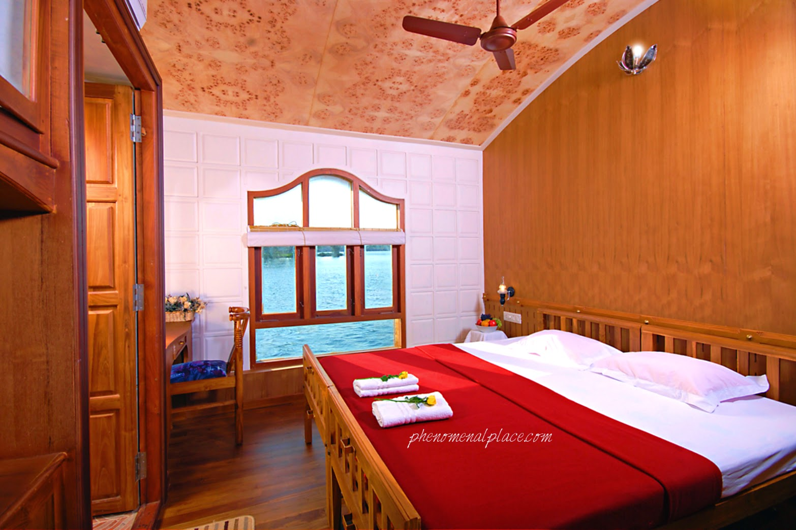How To Do An Alleppey Houseboat Trip Places On The