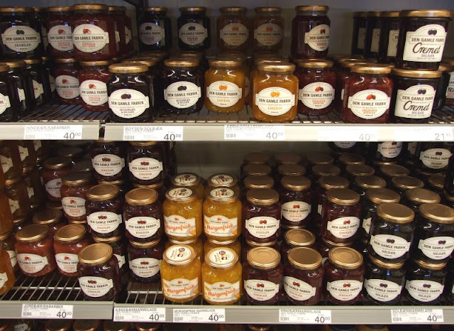 Im Paradies dänischen Essens. Unsere Lieblings-Lebensmittel im Urlaub. Die dänische Marmelade ist lecker und eins unserer Lieblings-Lebensmittel.