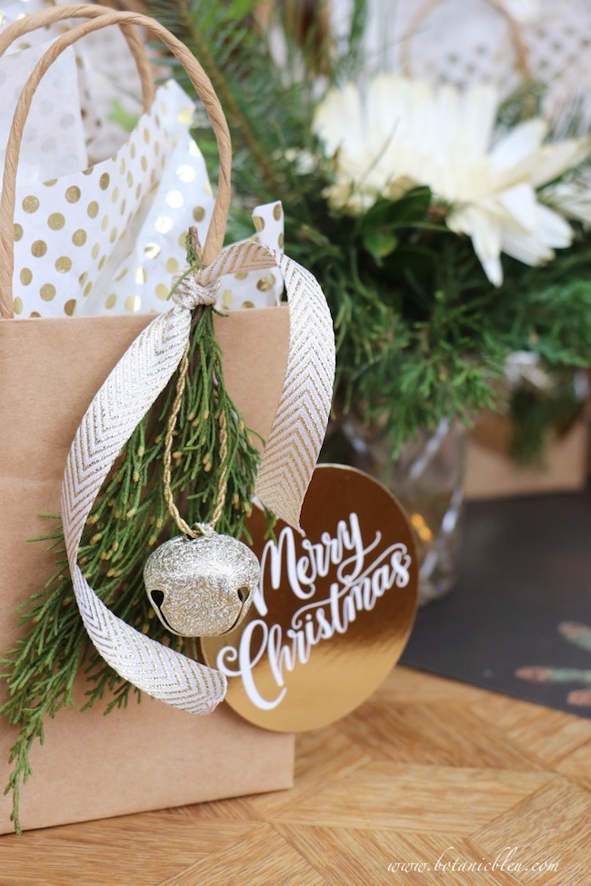 creative-christmas-gift-wrap-small-ornaments