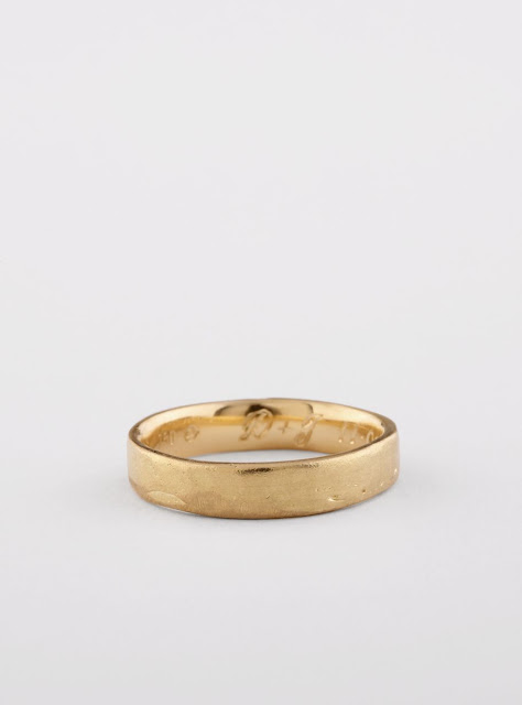 Mens wedding band in 18k yellow gold with hand engraving