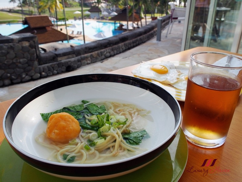 bintan lagoon resort fiesta buffet breakfast noodle soup