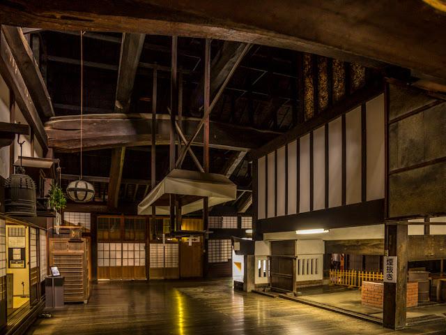 Interior del templo :: Canon EOS5D MkIII   ISO1600   Canon 24-105@24mm   f/4.0   1/13s