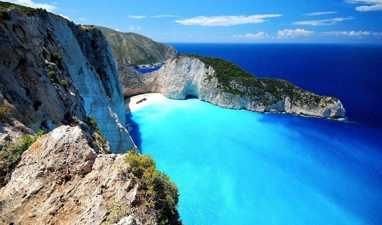 Navagio, Pantai Paling Terkenal di Yunani