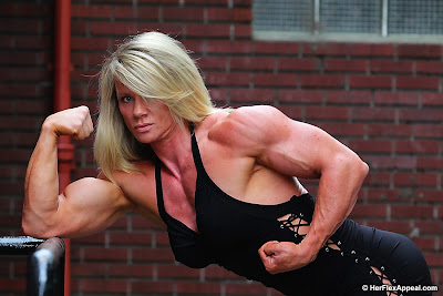 Lisa Giesbrecht bodybuilder flexing