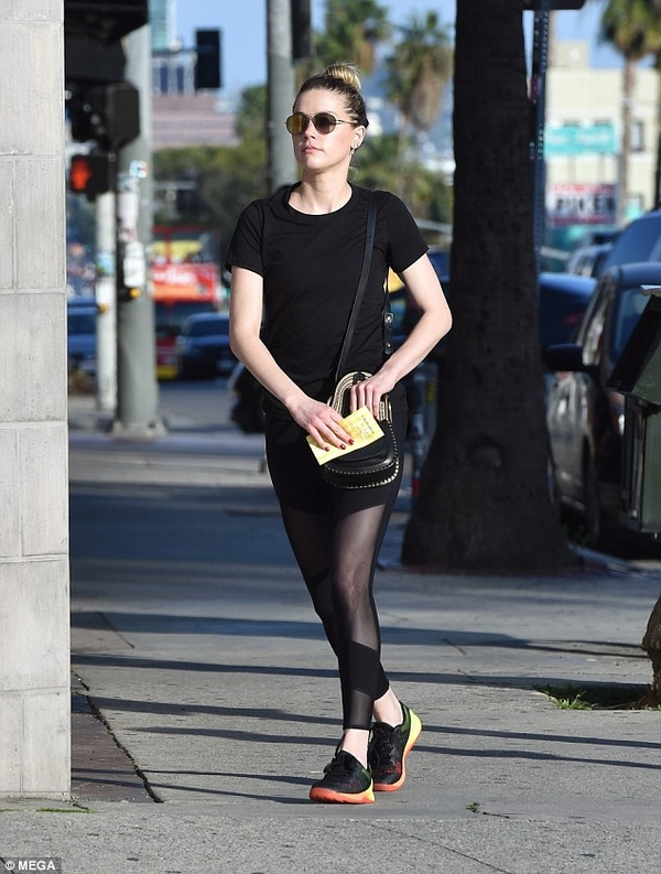 Amber Heard training street style fit