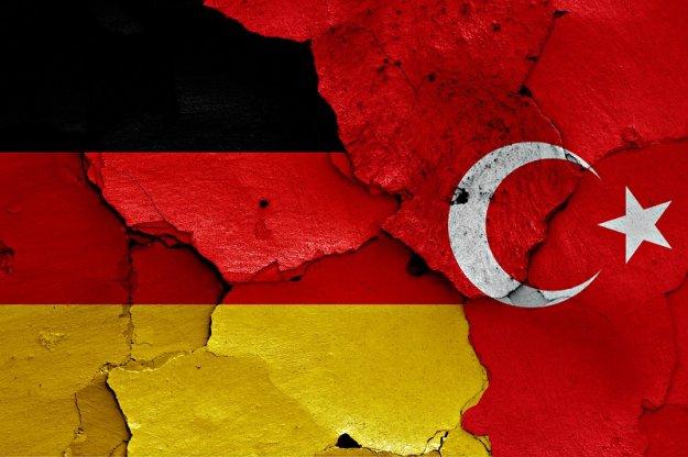DW: H Toυρκία στα πρόθυρα της κατάρρευσης