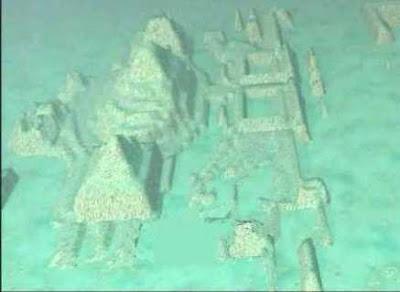 Atlántida construcciones bajo el agua