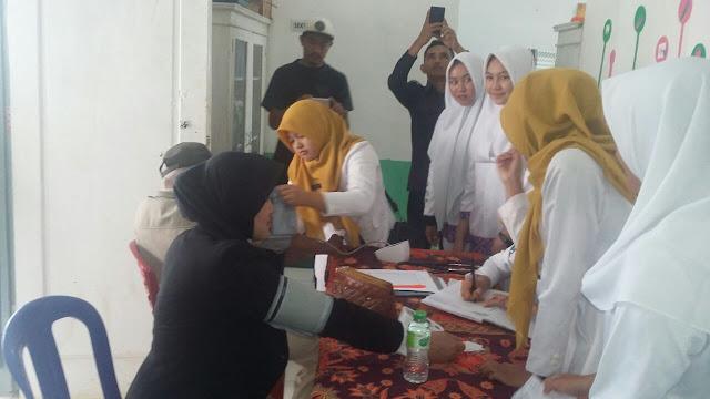 Kolaborasi, Jurusan Farmasi SMK Negeri 2 Mengadakan Berobat Gratis