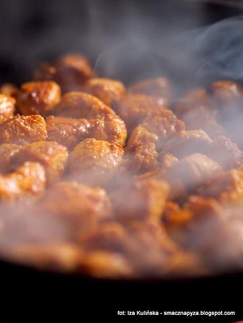 filet z kurczaka, kurczak, mieso, przyprawa gyros, smazony kurczak, kawalki, przyprawy, salatka gyros