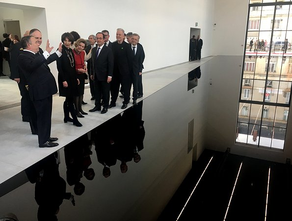 French President Francois Hollande and Norway's Queen Sonja visited the Olivier Debré Contemporary Art Centre in Tours, France.