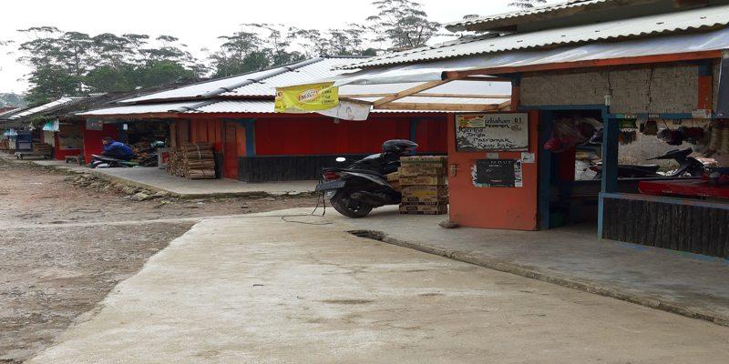 Warung Makan di Kampung Cai Ranca Upas Ciwidey