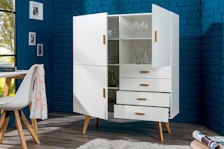 Moderní skříňka v bílej barve.