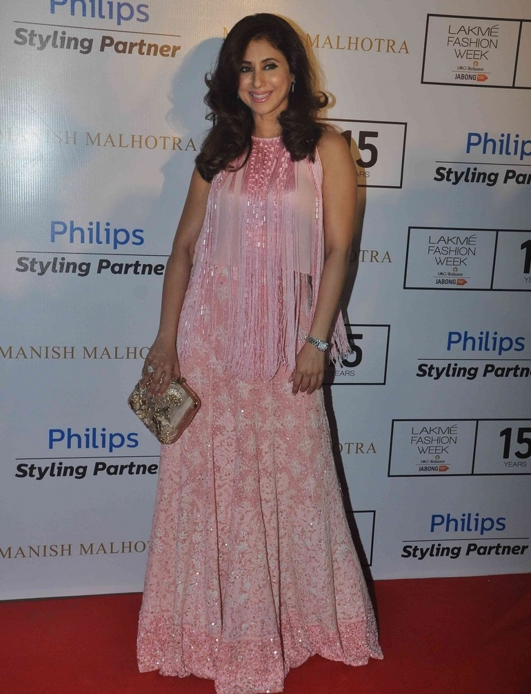 Indian Glamours Lady Urmila Matondkar Stills In Pink Dress At Lakme Fashion Week