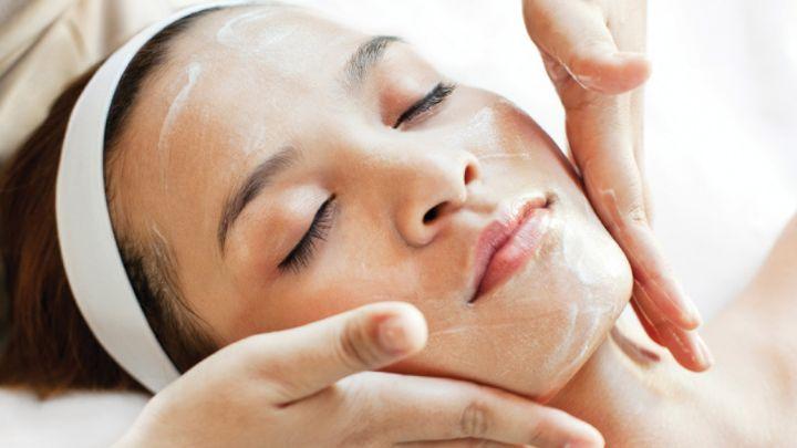 Beneu Skin Care membantu mengatasi wajah kusam, jerawat/acne, keriput di wajah, wajah flek, kerutan di wajah, mengatasi komedo, jerawat batu, mengatasi problem pigmentasi, wajah berpori pori besar, mengatasi problem wajah sensitif, membuat wajah lebih kencang, dan lebih kenyal