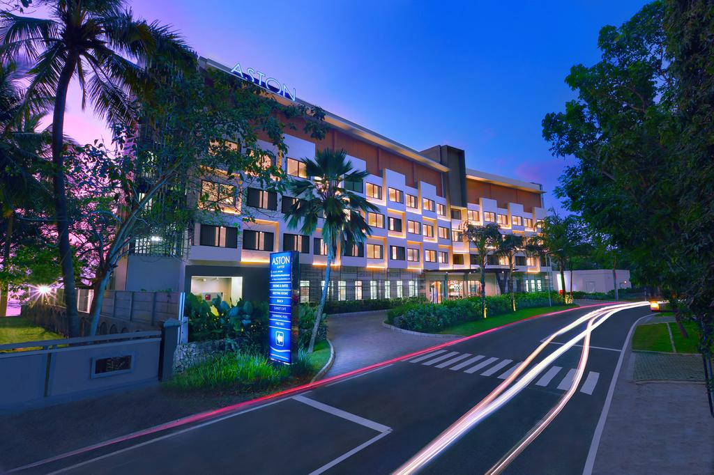 Aston Anyer Beach Hotel Termewah di Jl. Karang Bolong Km 139, Serang Banten
