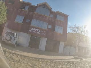 Fachada do hotel em Comarapa / Bolívia.