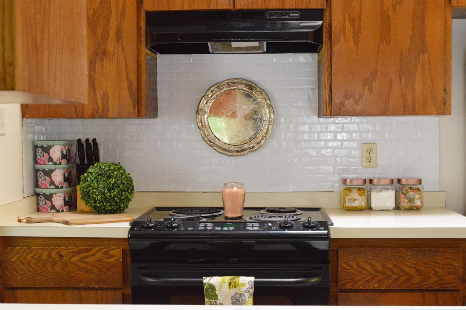 Rental friendly kitchen makeover, smart tiles, white subway tiles, mini kitchen makeover, rental house, 1980's rental home, kitchen decor, interior design, Domicile 37