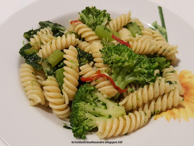Pasta fusilli con broccolo e peperoncino