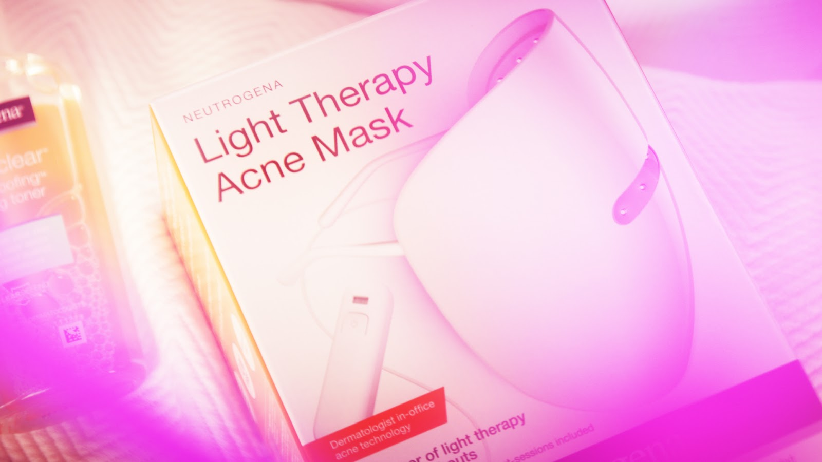 Introducing the Neutrogena Visibly Clear® Light Therapy Acne Mask | Advertorial
