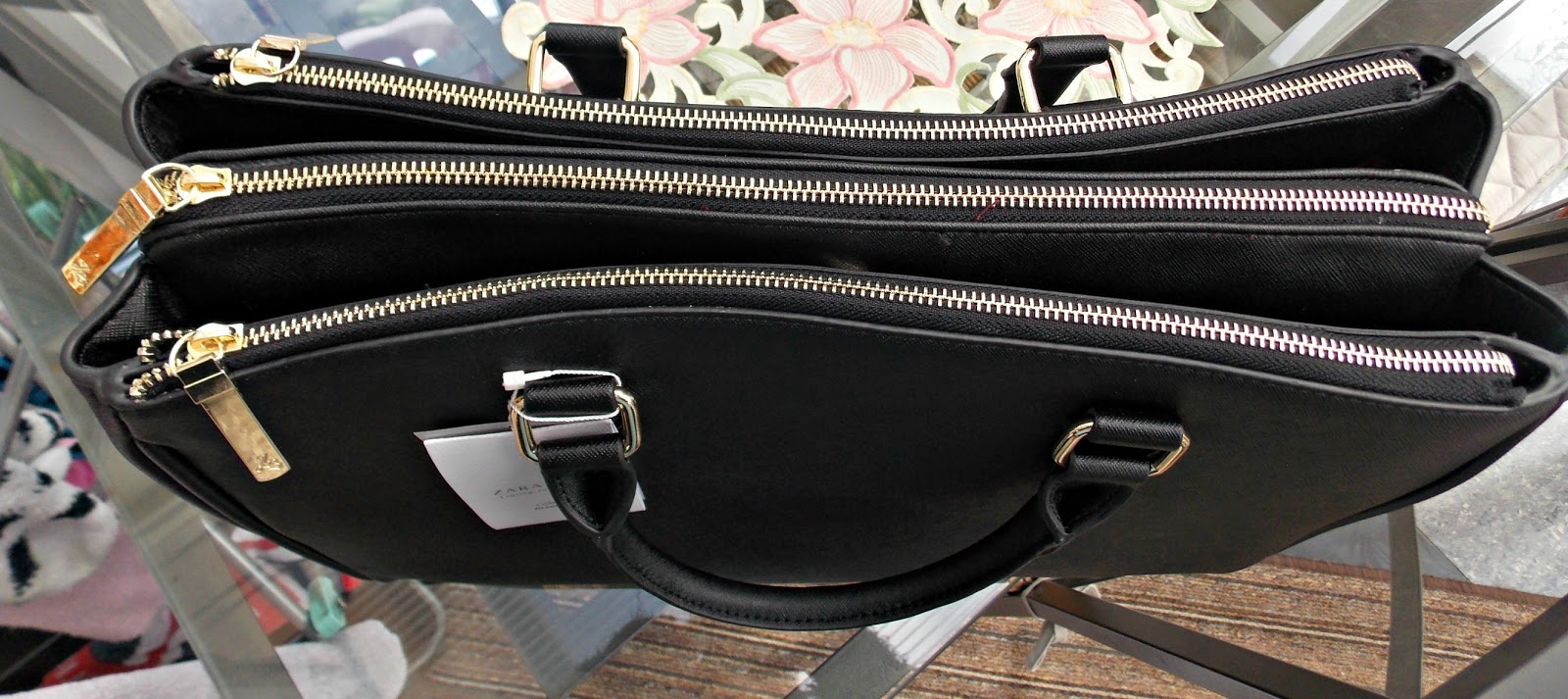 93c462605c1 All three zipper compartments are bucket compartments without any pockets.