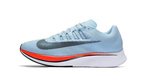 La Nike ha investito grandi risorse nello sviluppo di una scarpa atta ad  abbattere il muro delle 2 ore in maratona  sappiamo che ci è andata molto  vicina ... fefcf64fda2