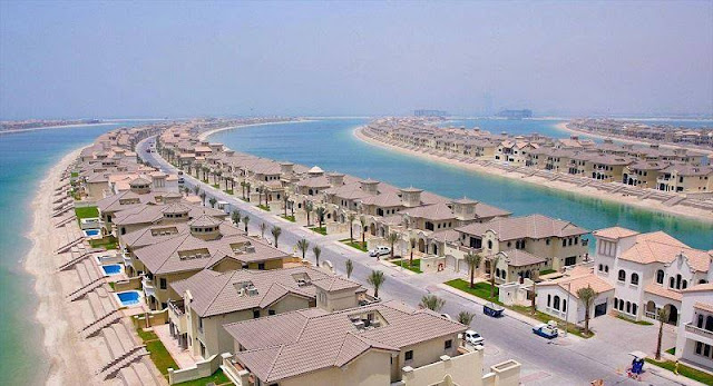 Tourism: Palm Beach, Dubai, United Arab Emirates