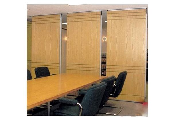 Vách ngăn di động Veneer là loại vách sử dụng chất liệu gỗ công nghiệp có khả năng chống cong vênh, mối mọt và có bề mặt tinh tế